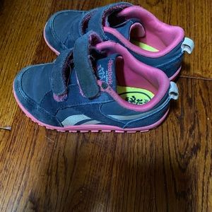 Size 7.5 Reebok sneakers